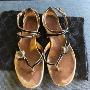 GUCCI BLACK & GOLD SANDAL WITH BEE 37